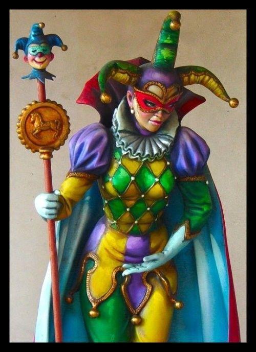 Carnaval - Arlequin, femme aux vêtements de couleurs